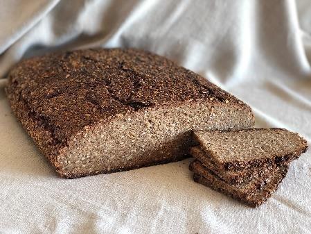 Rudzu maize_diedzēto rudzu graudu maize_graudu maize_Rye bread_ржаной хлеб
